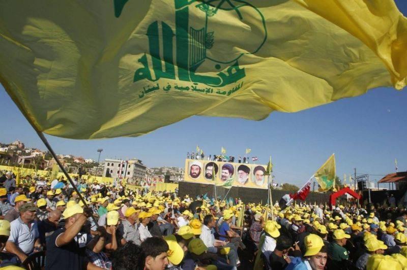 Des partisans du Hezbollah rassemblés au Liban, lors d'un discours de leur chef, Hassan Nasrallah, retransmis sur écran, le 16 août 2013. Photo d'archives REUTERS/Ali Hashisho