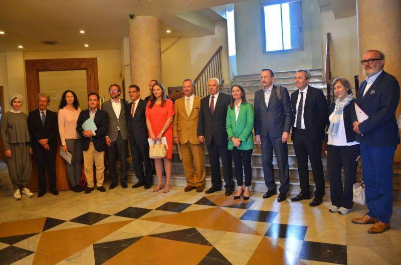 La délégation de l'Union européenne lors de sa tournée à Tripoli. Photo Mandi Heshmati