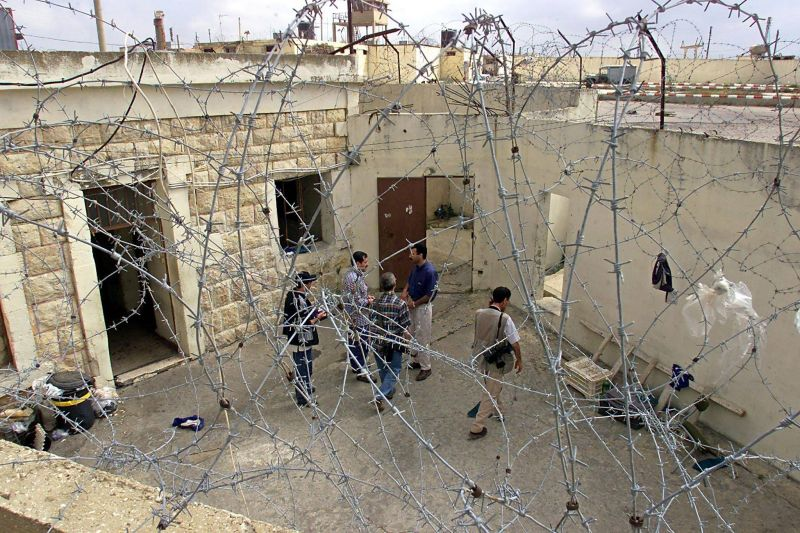 La cour intérieure de la prison de Khiam, dans une photo datée du 24 mai 2000 au Liban-Sud. Photo d'archives AFP / Thomas COEX
