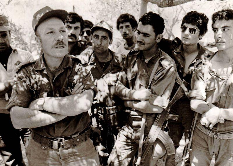 Saad Haddad (gauche) et ses hommes. Photo d'archives OLJ