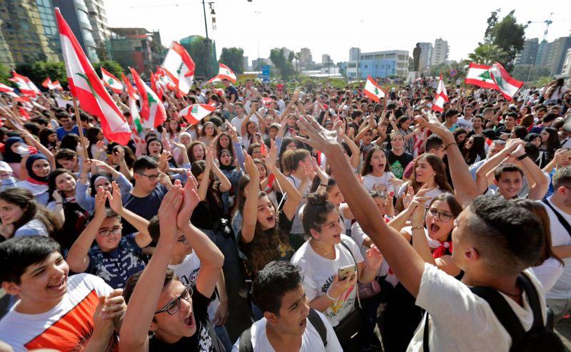 Des étudiants libanais manifestant hier à Beyrouth. Anwar Amro/AFP