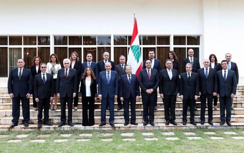La photo de famille de la nouvelle équipe gouvernementale. Photo officielle prise le 22 janvier 2020 à Baabda. Photo Dalati et Nohra