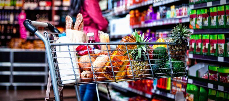 En cette période de mobilisation générale, il est conseillé de s'approvisionner en aliments et produits domestiques pour au moins deux semaines, afin d'éviter les allers-retours au supermarché. Photo Bigstock