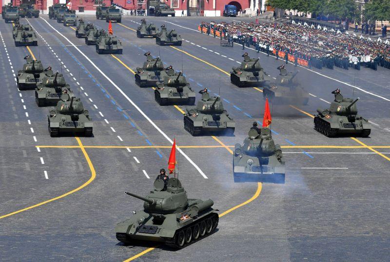 Défilé militaire à Moscou à la veille d'un référendum constitutionnel